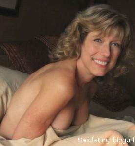 Blonde Huisvrouw wil lekker sexdaten